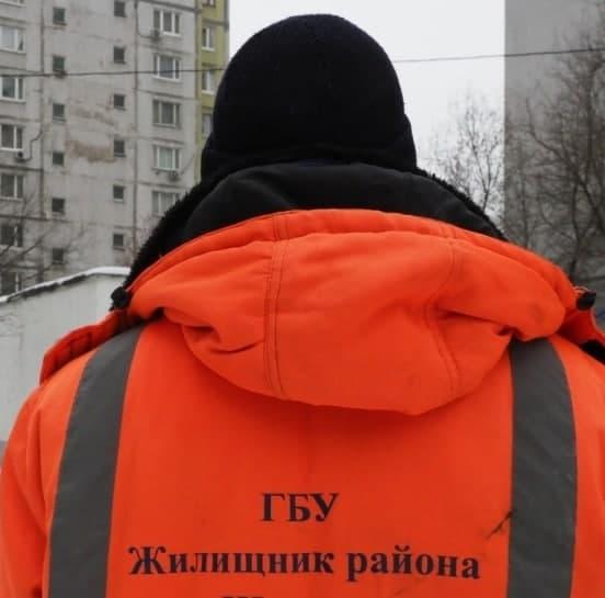 Лужу около Академии им. Попова откачали коммунальные службы. Фото: Ольга Чумаченко