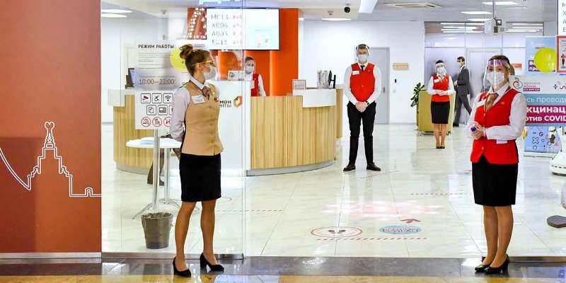 Вакцинироваться от коронавируса можно при посещении любого флагманского центра «Мои документы». Фото: mos.ru